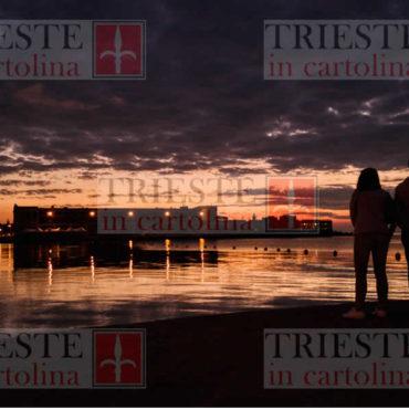 coppia tramonto molo