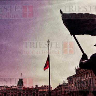 statua bandiere verso piazza