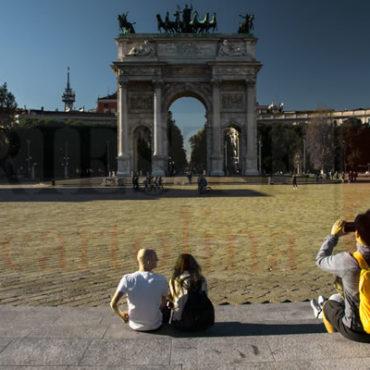 Arco della Pace con zaino