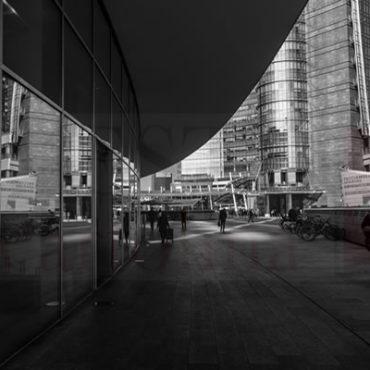 Bianco e nero piazza Gae Aulenti