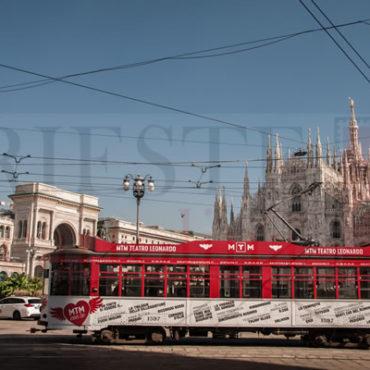 Duomo di Milano e Tram di giorno